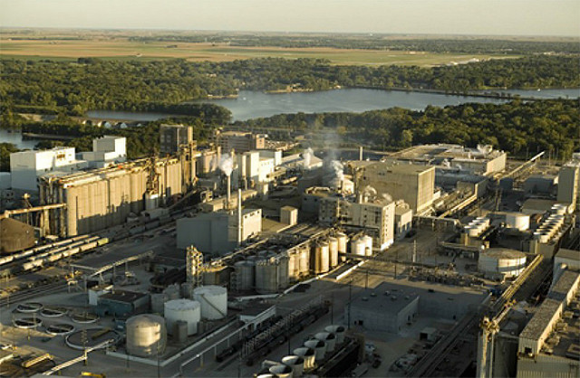 ADM's Agricultural Processing and Biofuels Plant, Decatur, IL. Photo: Department of Energy